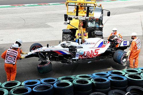 Шумахер о субботней аварии: Все началось на четыре поворота раньше