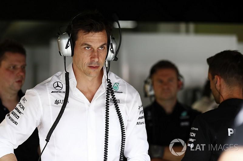 Вольф назвал причиной поражения Mercedes компьютерный сбой