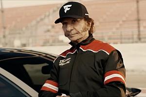Automotivo Últimas notícias Fittipaldi estrela comercial com vocalista do Aerosmith