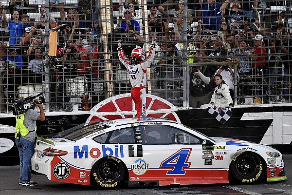 Harvick batte Truex Jr in Texas e si qualifica per la finale