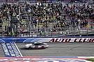 NASCAR XFINITY Logano domina e triunfa em Fontana pela Xfinity