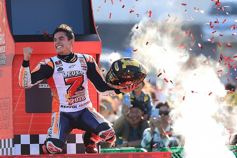 Redding feliciteert Marquez met wereldtitel: schouder uit de kom