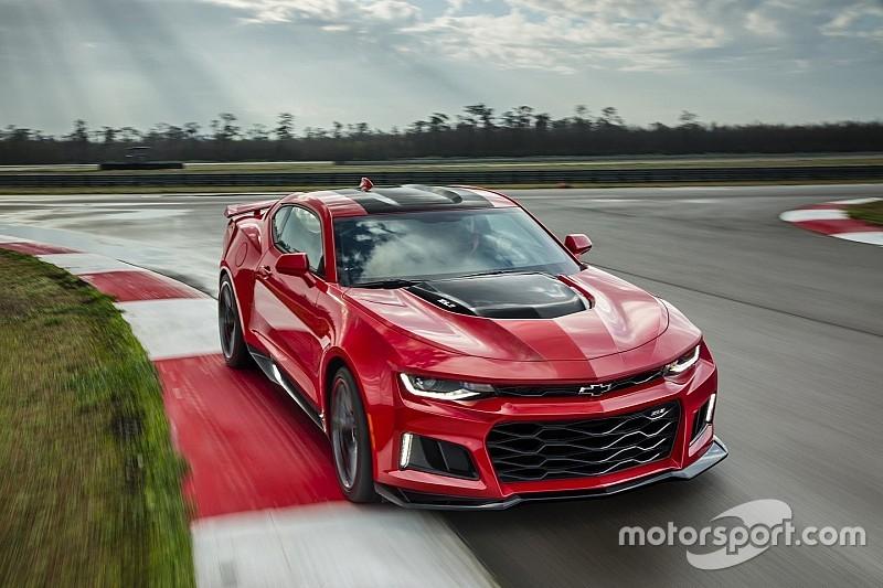 Video: Prototype Chevrolet Camaro eindigt in vangrail Nürburgring