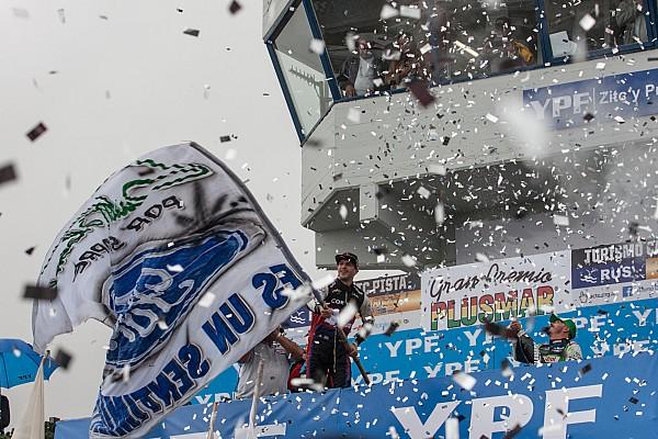 En su cumpleaños, Rossi ganó por primera vez con un Ford