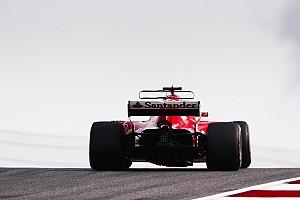 Videón, ahogy Vettel be akar állni a Red Bull garázsa elé