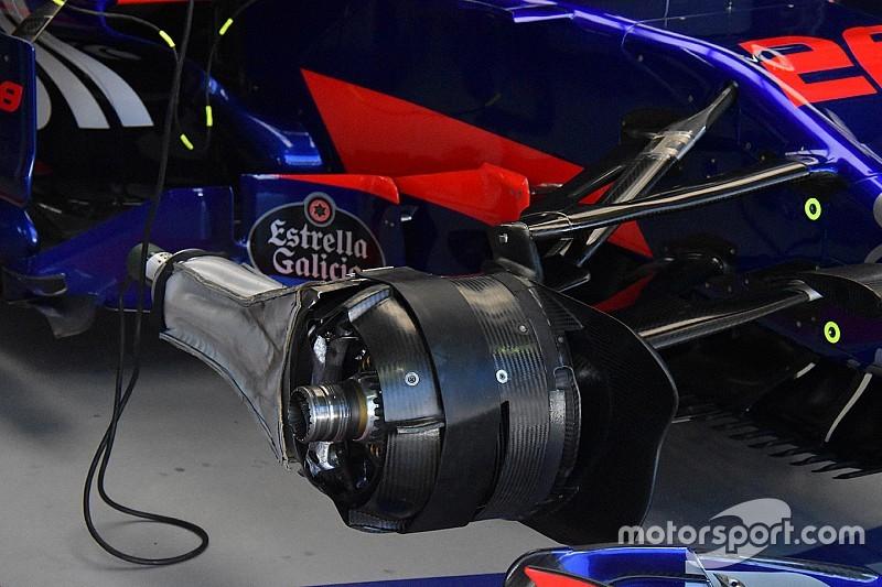 Toro Rosso: nel box si raffreddano le pinze anteriori della STR12