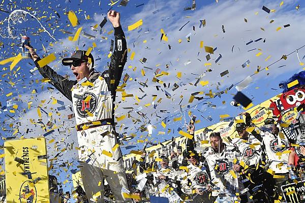 Monster Energy NASCAR Cup Race report NASCAR Cup Series: Harvick bukukan kemenangan beruntun