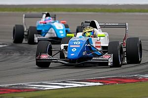 Formule Renault Raceverslag FR 2.0 Barcelona: Shwartzman wint eerste race