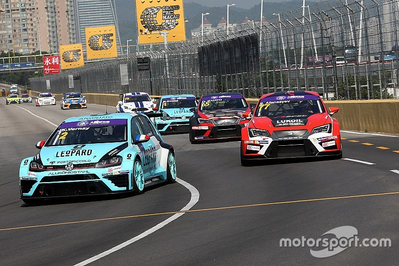 Vernay beats main title contenders to Macau pole