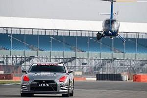 Automotivo Últimas notícias Vídeo - Piloto comanda Nissan GT-R de verdade por controle de videogame!