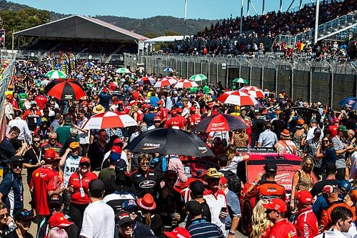 Supercars cuts staff salaries