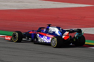 Video: Drone versus de Toro Rosso STR14