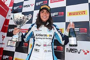 Дівчина вперше в історії виграла гонку британської Ф3