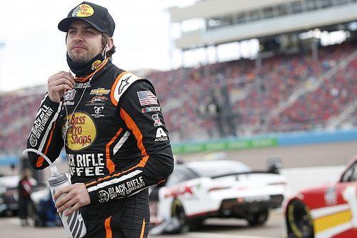 Vídeos: la absurda pelea de dos pilotos de NASCAR en Atlanta