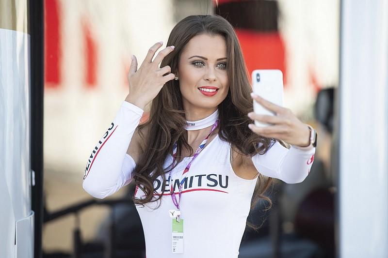 Vadító rajtrácslányok a MotoGP Holland Nagydíjáról