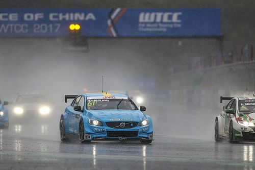 Volvo pimpin klasemen WTCC