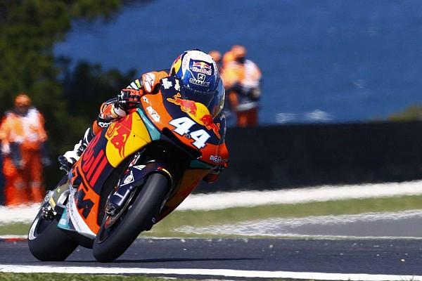 Moto2 Verslag vrije training Oliveira topt derde training op opdrogend Phillip Island