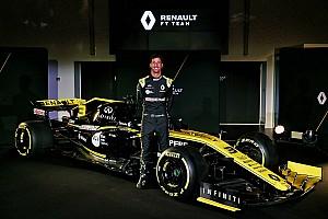 ريكاردو يختبر سيارة رينو الجديدة في برشلونة