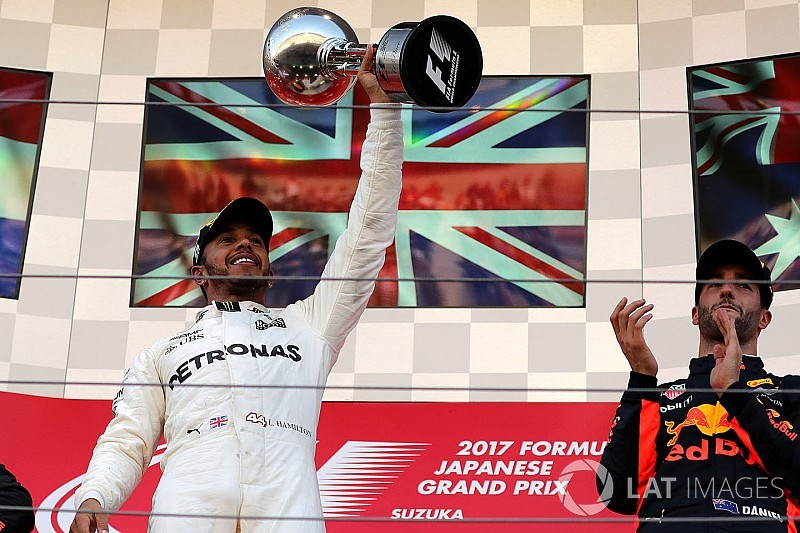Hamilton nyerte a Japán Nagydíjat Verstappen előtt, Vettel kiesett: ennyi volt a VB?