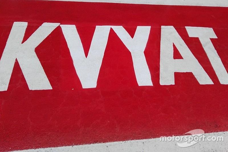 """Sainz mérges, Kvyat szerint """"utaznak rá"""" a versenybírák: eltiltás a levegőben"""