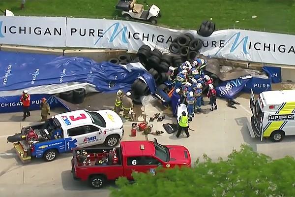VÍDEO: Acidente na Indy tem carro capotando logo no início