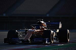 Renault motorunun geliştiğini düşünen Sainz'ın durmasına kablo sorunu sebep olmuş