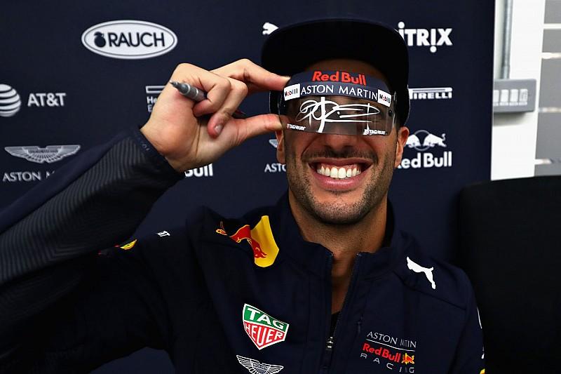 Így tombol az autójában Ricciardo: igazi figura az ausztrál (videó)