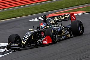 Formula V8 3.5 Qualifiche Doppietta Lotus in Qualifica 1: Fittipaldi in pole a Silverstone davanti a Binder