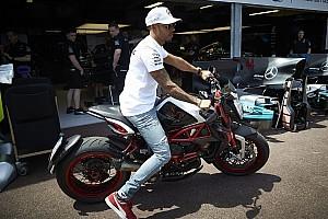 Формула 1 Новость Хэмилтон выразил желание протестировать мотоцикл MotoGP