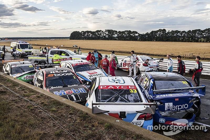 Масовий завал на гонці Supercars в Тасманії