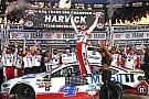 Harvick vence no Texas e se garante na final da NASCAR