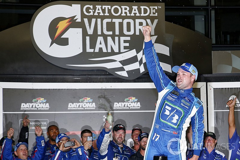 Стенхаус выиграл этап NASCAR Cup в Дайтоне