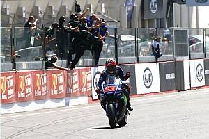 MotoGP Reporte de la carrera Viñales se impone en un explosivo duelo con Rossi, que termina en el suelo
