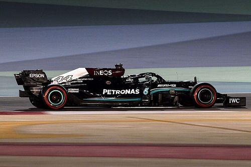 Hamilton: Los cambios en el suelo fueron para frenar a Mercedes