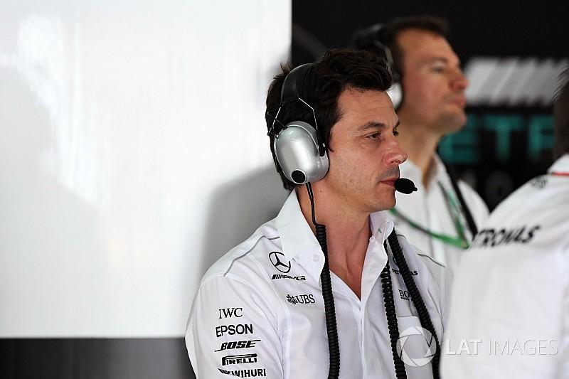 A Mercedes csapatfőnöke maga alatt van, fájdalmas a Maláj GP