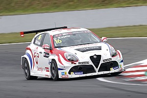 TCR Preview Romeo Ferraris warms-up for Thailand