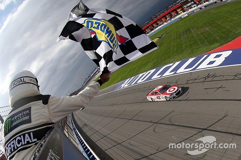 Kyle Larson gana en la Auto Club 400; Suárez se mete al Top 10