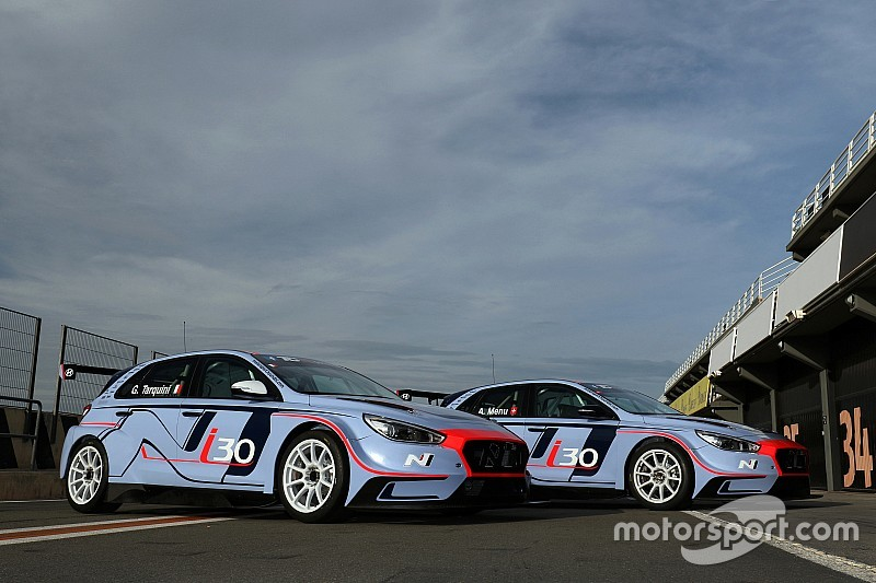 Debut Hyundai i30 N TCR bersama Tarquini dan Menu