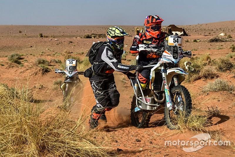 Парамотогонщик та три «гонщики-привиди» долатимуть пустелі Дакара-2019