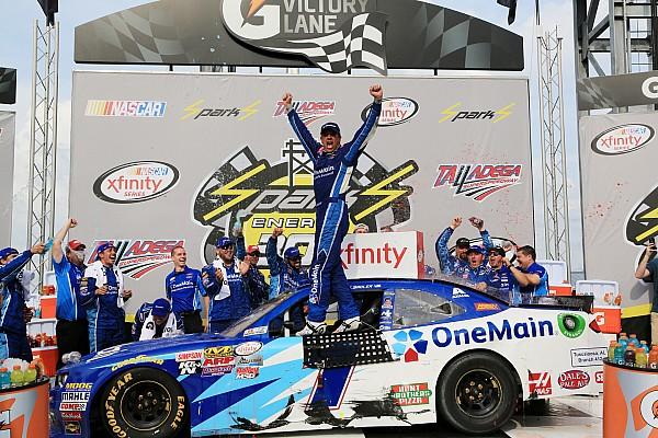 NASCAR XFINITY Elliot triunfa y empata en el líderato de Xfinity a Suárez