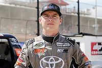 Dirt star Logan Seavey wins inaugural Saturday Night Thunder