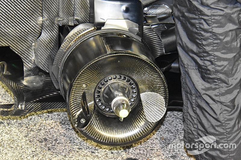 Mercedes: cestelli posteriori concavi e cerchi
