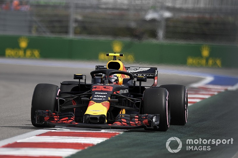 Verstappen, Ricciardo'yu geçmeye çalışmış