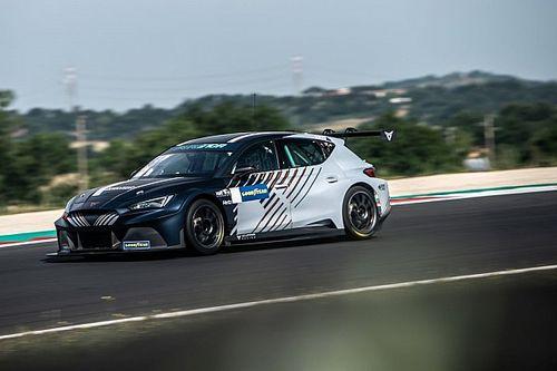 Azcona y el reto de competir en un programa eléctrico y de gasolina