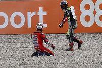 """Zarco, """"triste"""" tras haber tirado al líder de MotoGP"""