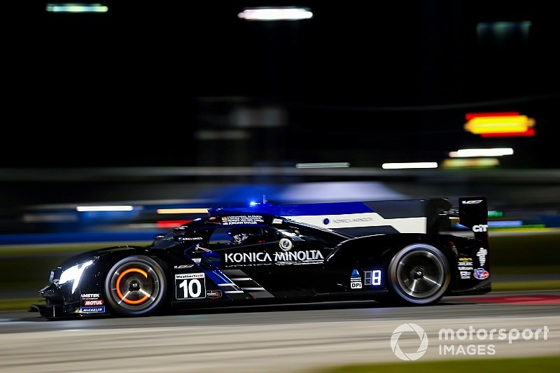 Daytona 24: Driestrijd bij begin ochtend, Alonso aan de leiding