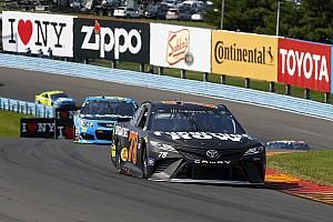 NASCAR Cup Gara Martin Truex Jr gestisce alla grande il carburante e si impone al Glen