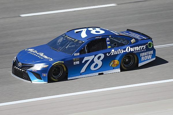 NASCAR Cup Gara Truex Jr vince in Kansas tra tanti incidenti, Almirola finisce in ospedale