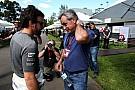 Dakar Fernando Alonso aplaude a Carlos Sainz