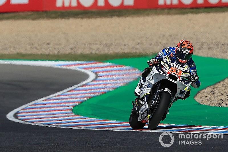 Rabat vuelve a subirse a una moto casi tres meses después